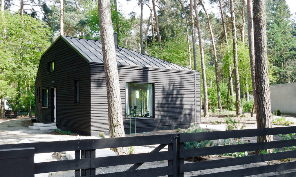 contemporary black cabin in the german woods 5 Contemporary black cabin in the German woods