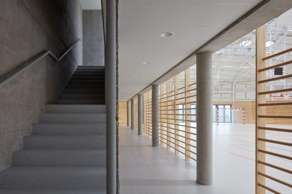 sporadical sportovni hala dolni bezany boysplaynice 12 1024x683 Dolní Břežany Sports Hall by SPORADICAL architects