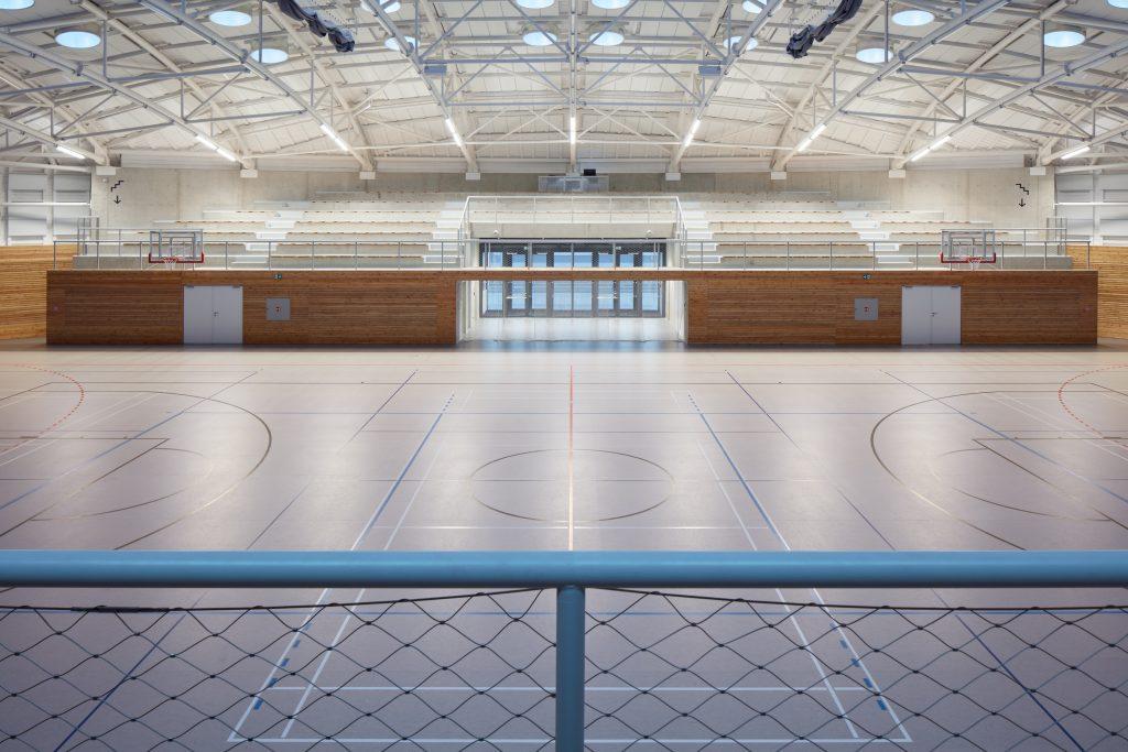 sporadical sportovni hala dolni bezany boysplaynice 16 1024x683 Dolní Břežany Sports Hall by SPORADICAL architects