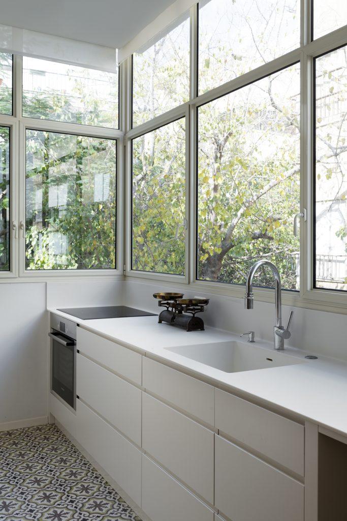 17036 kitchen 683x1024 59m² Apartment in Central Tel Aviv by XS Studio