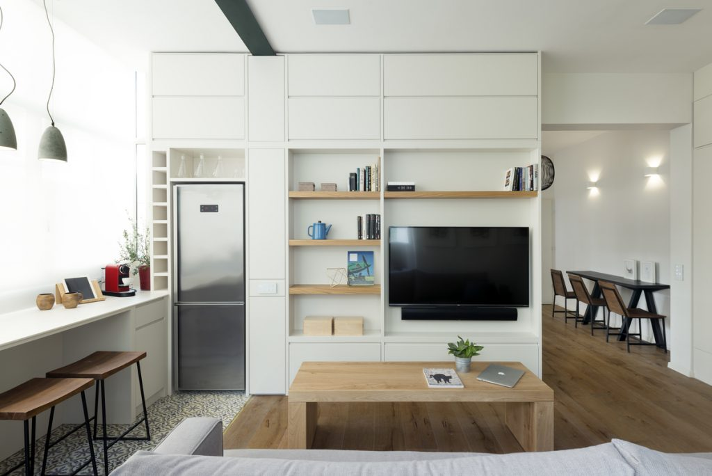 17038 living room  1024x684 59m² Apartment in Central Tel Aviv by XS Studio