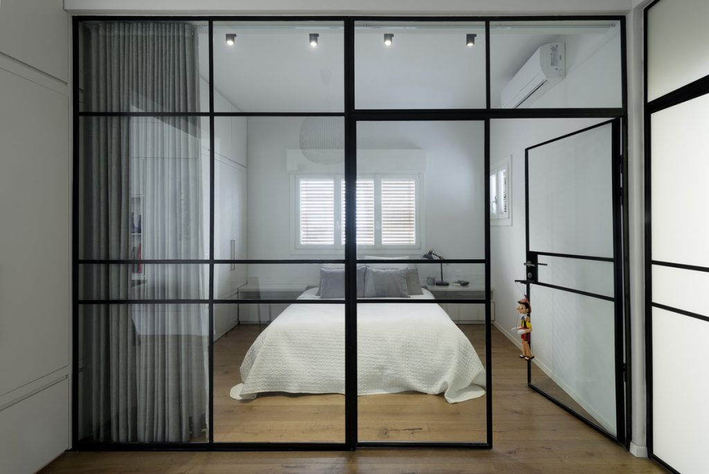 17045 sleeping room 1024x684 59m² Apartment in Central Tel Aviv by XS Studio
