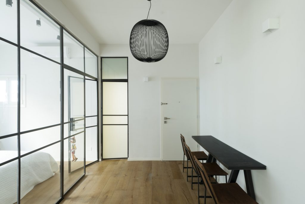 17054 entrance hall a 1024x684 59m² Apartment in Central Tel Aviv by XS Studio