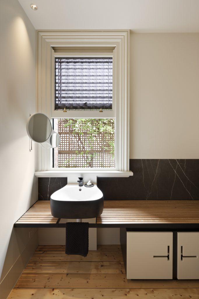 30759 bathroomwindow 683x1024 Queen Bess House by ZGA Studio