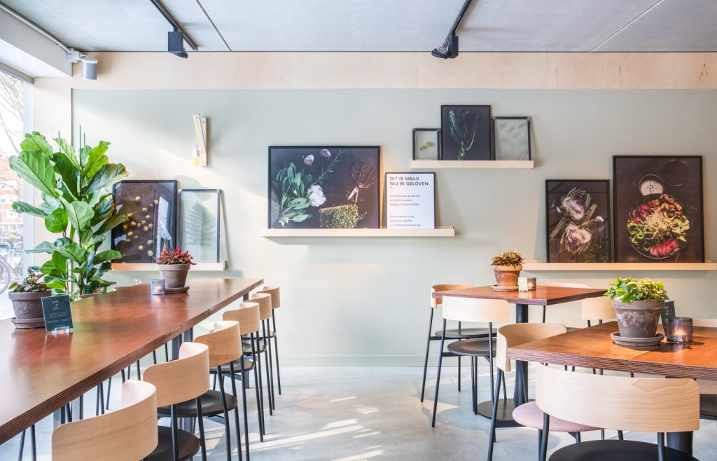 woutervandersar 18.022800 02 1024x658 SLA Amstelveenseweg – a Salad Bar by Standard Studio