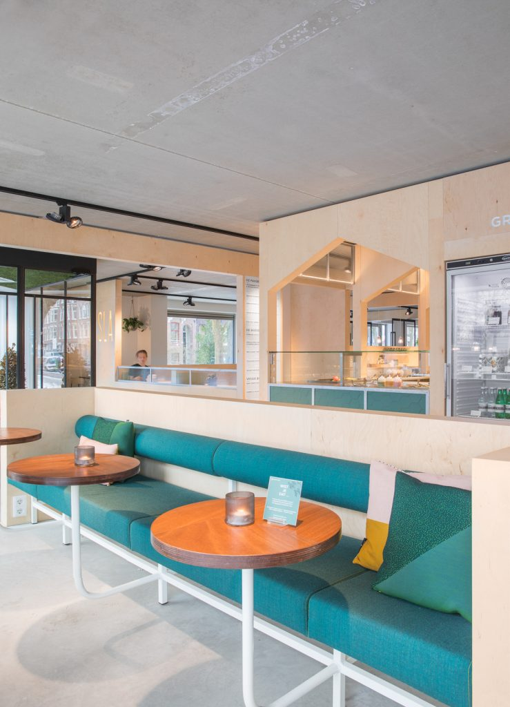 woutervandersar 18.022800 09 739x1024 SLA Amstelveenseweg – a Salad Bar by Standard Studio