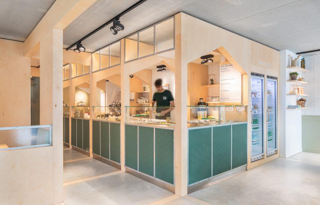 woutervandersar 18.022800 12 1024x655 SLA Amstelveenseweg – a Salad Bar by Standard Studio
