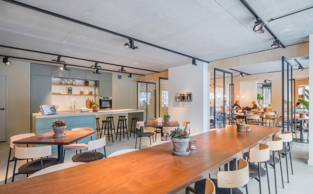 woutervandersar 18.022800 17 1024x634 SLA Amstelveenseweg – a Salad Bar by Standard Studio