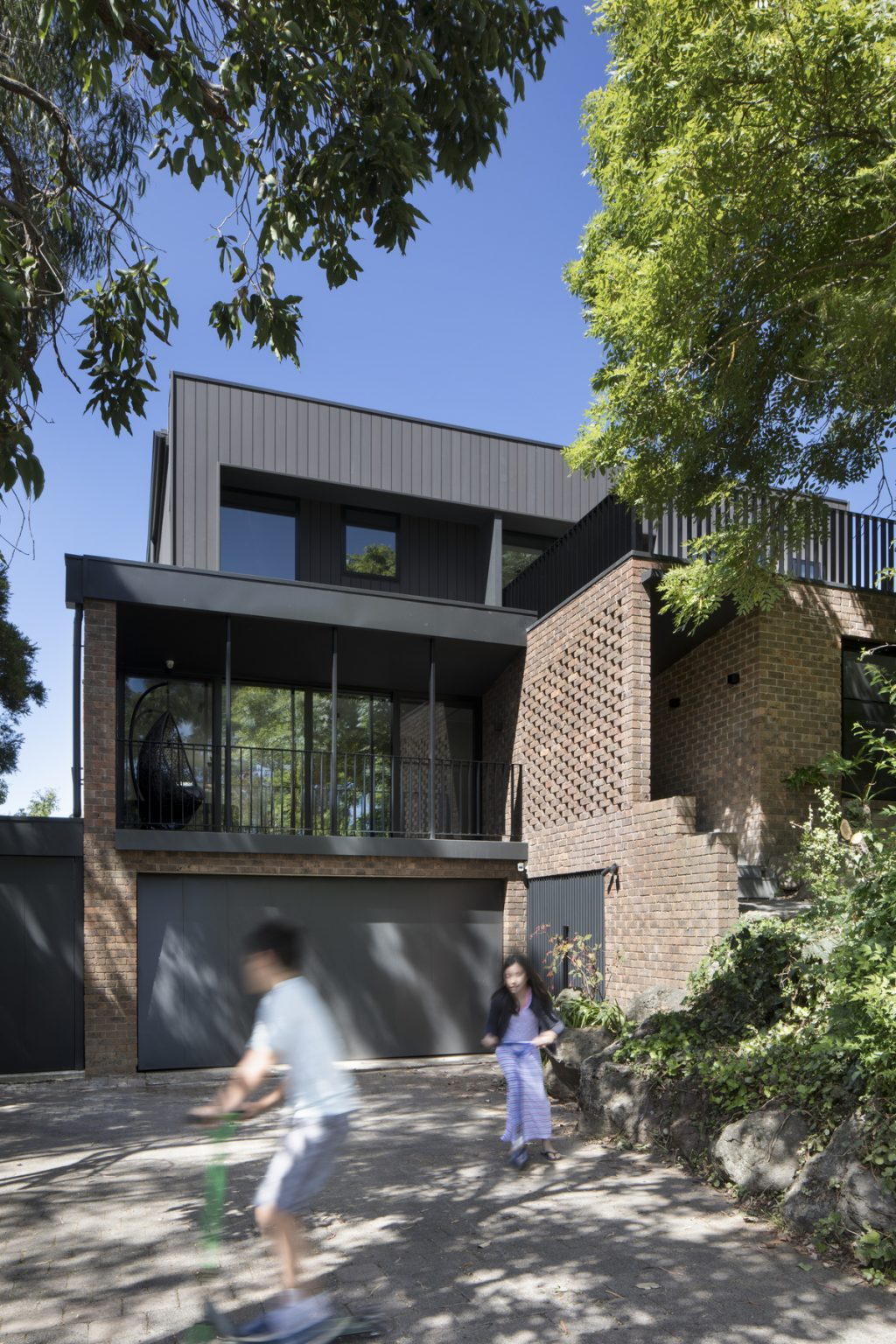 A Complete Renovation Of A 1970s Double Brick Family Home
