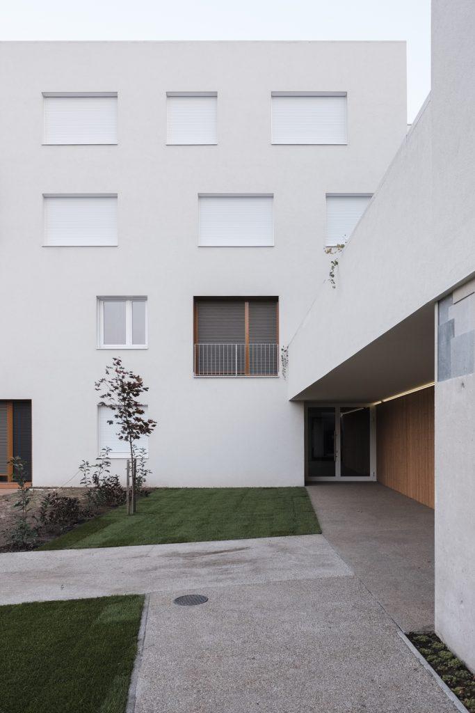 residential housing 3 683x1024 Residential housing in Kőbánya by építész Stúdió