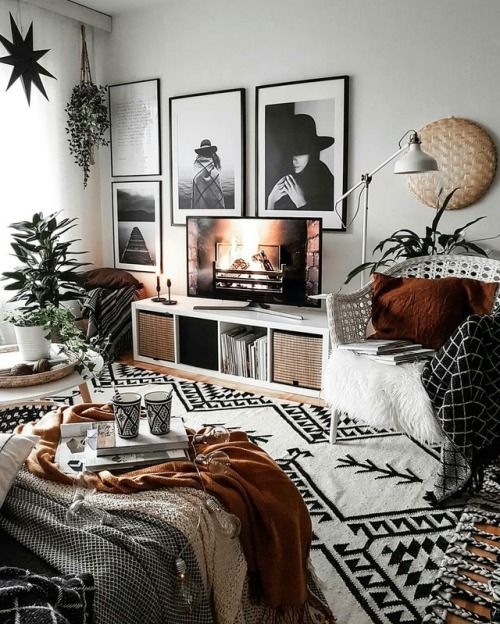 photos on the wall 8 Low Cost Ideas for Creating a Unique Home Interior