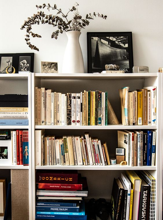 free standing shelves Tips On How To Decorate The Interior Of A High Rise Apartment