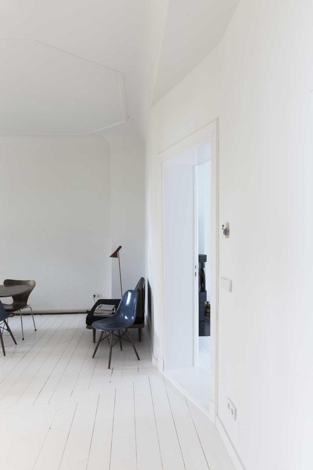 Minimalist apartment renovation in Berlin by ALLENKAUFMANN