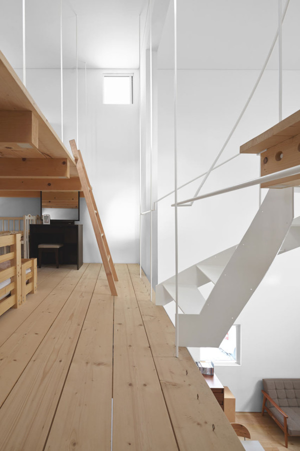 minimalfamily17 Super Minimal Family House in Japan