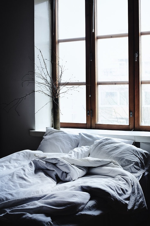 morning 10 Elegant and Functional Minimalist Bedroom Ideas You Can Try Right Now