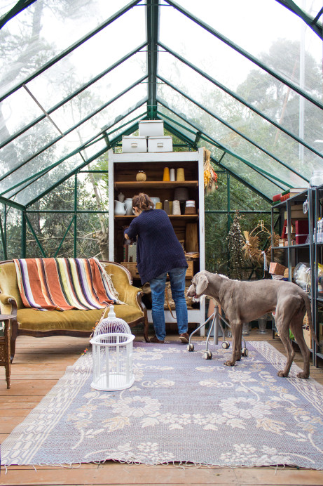 Idyllic Little Greenhouse Works As Office