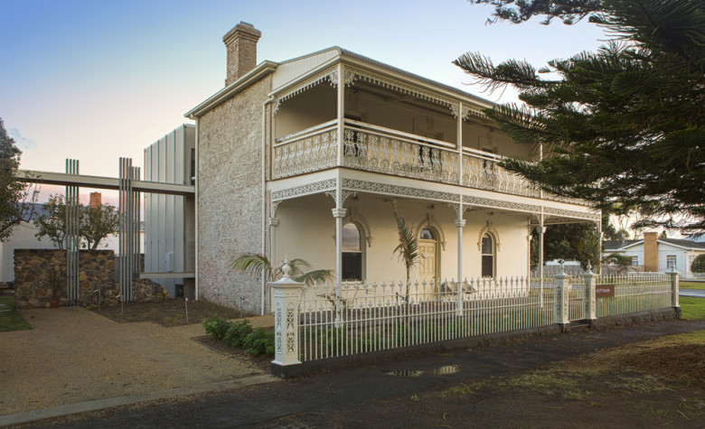 exterior 1 780x475 Australian Drifthouse in Port Fairy