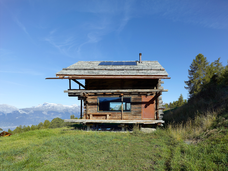 dont judge a book by its cover or how s.fabrizzi architects renovated a cottage in the mountains 2 Dont Judge a Book By its Cover Or How S.Fabrizzi Architects Renovated a Cottage In The Mountains