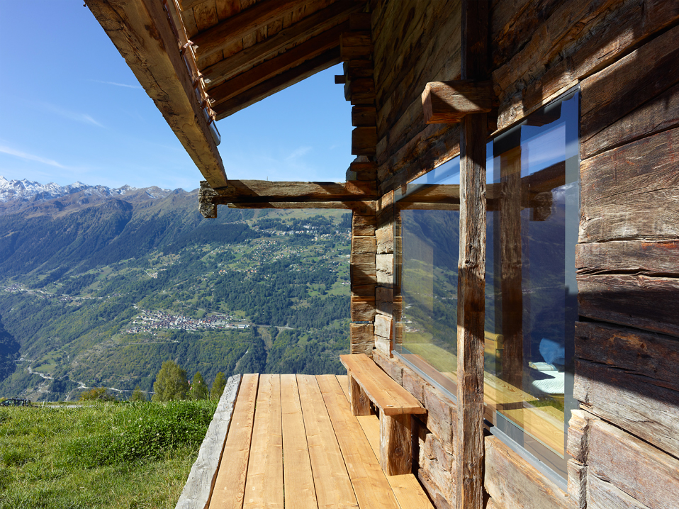 dont judge a book by its cover or how s.fabrizzi architects renovated a cottage in the mountains 3 Dont Judge a Book By its Cover Or How S.Fabrizzi Architects Renovated a Cottage In The Mountains