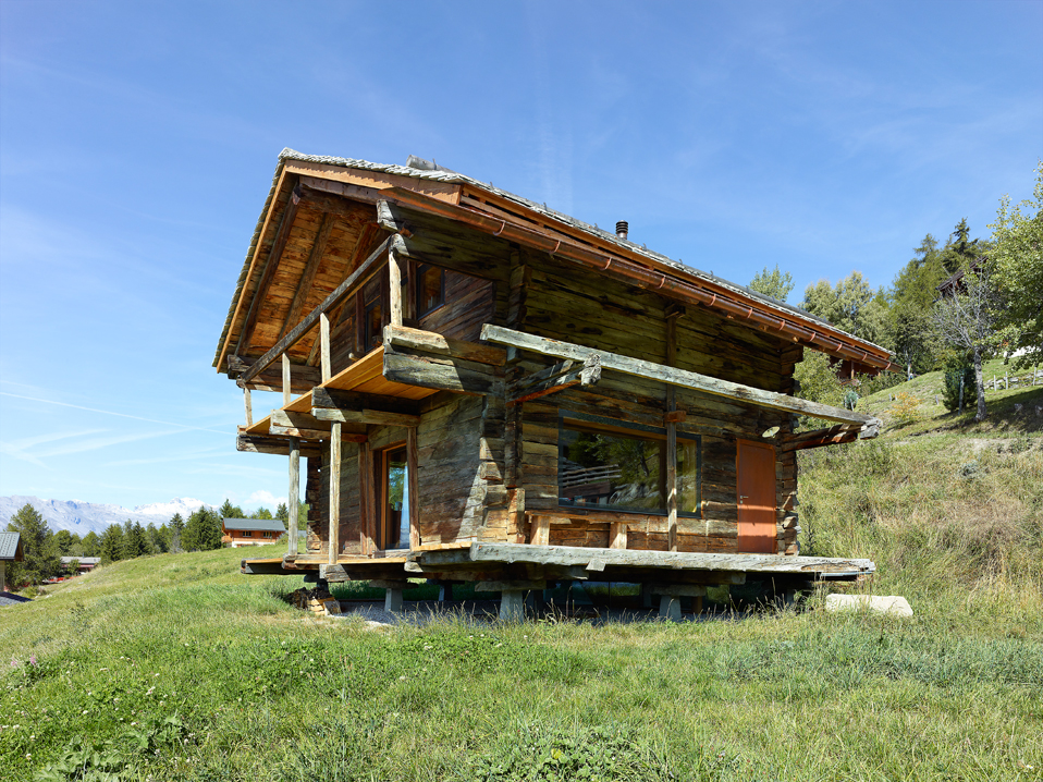 dont judge a book by its cover or how s.fabrizzi architects renovated a cottage in the mountains 4 Dont Judge a Book By its Cover Or How S.Fabrizzi Architects Renovated a Cottage In The Mountains