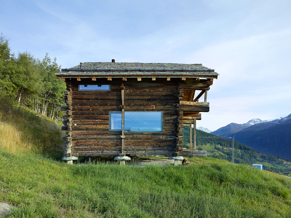 dont judge a book by its cover or how s.fabrizzi architects renovated a cottage in the mountains 5 Dont Judge a Book By its Cover Or How S.Fabrizzi Architects Renovated a Cottage In The Mountains