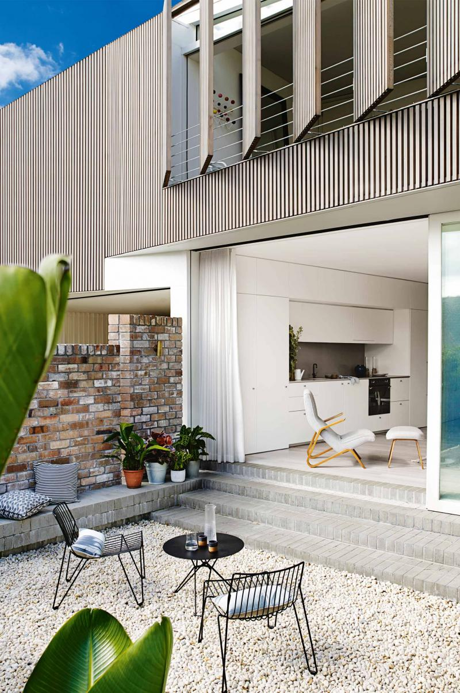 dec benn home modern outdoor furniture pebbles 20141204132739q75dx800y u1r1g0 Warm and Lively Australian Home