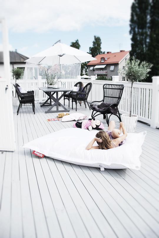 0845 Black and White Deck Design