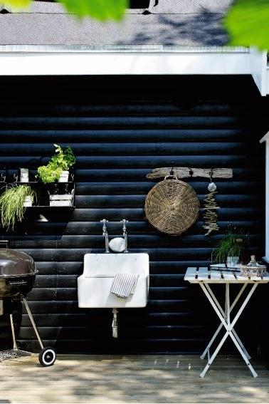 bl2 Black and White Deck Design