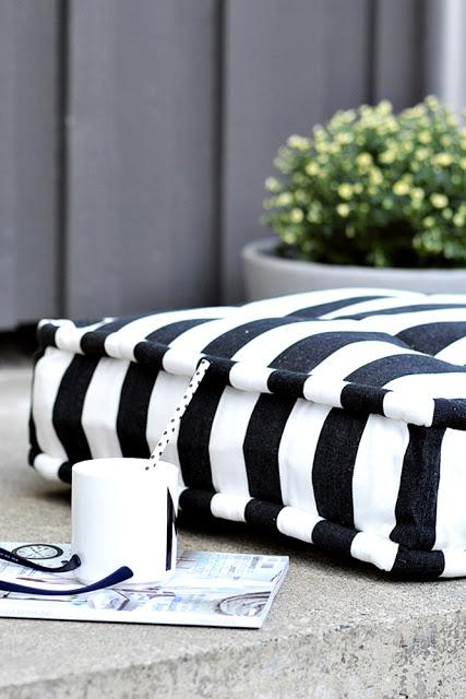 blomster krysantemum 7 Black and White Deck Design