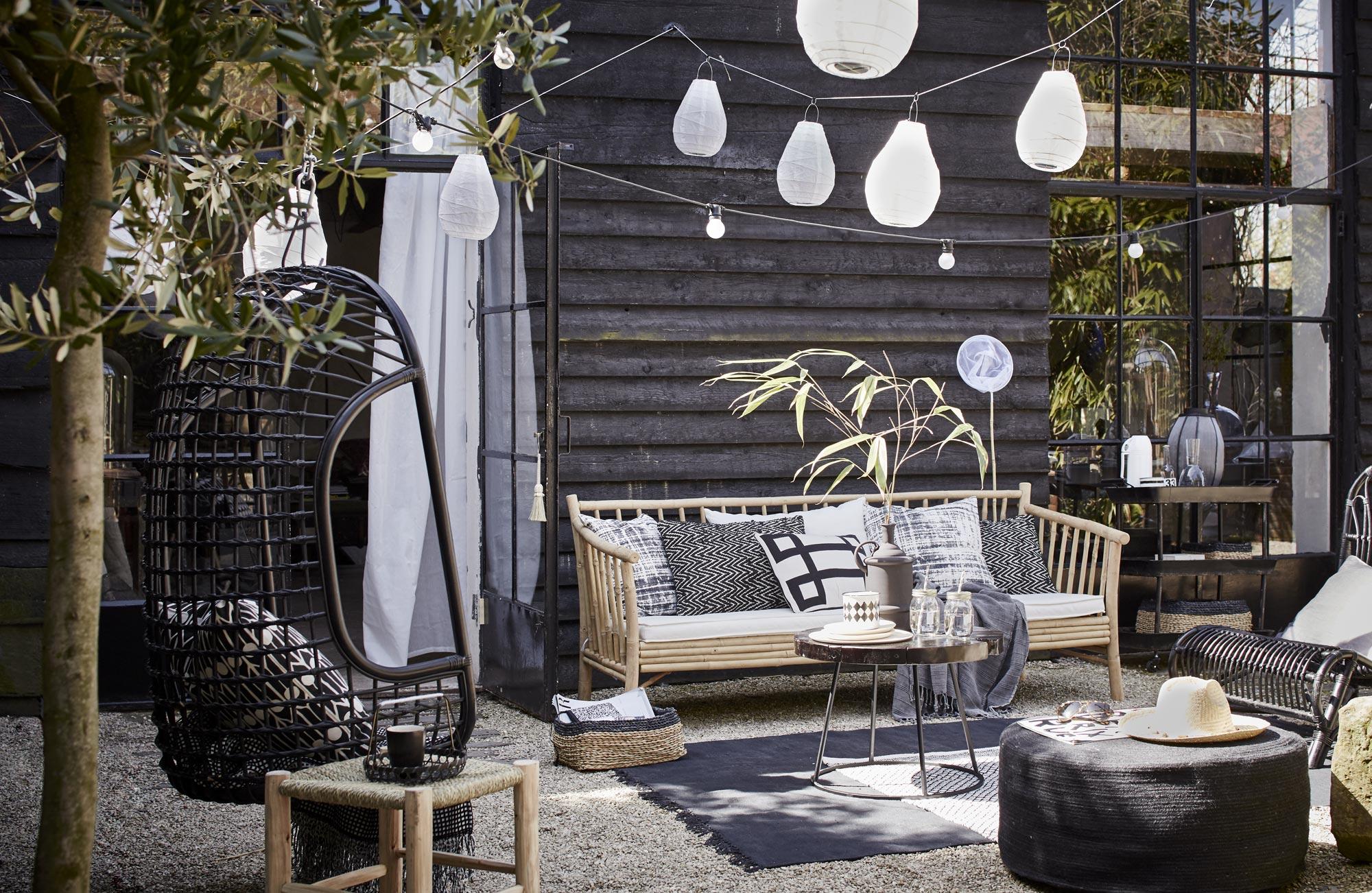 buitenhoek tuin zwart wit Black and White Deck Design