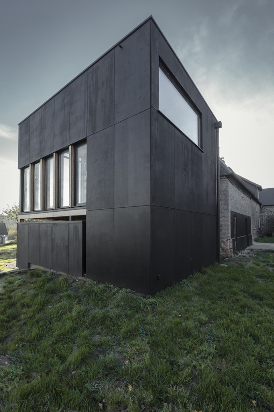 cliffs impasse ziegler antonin architecte 13 Cliffs Impasse by Ziegler Antonin