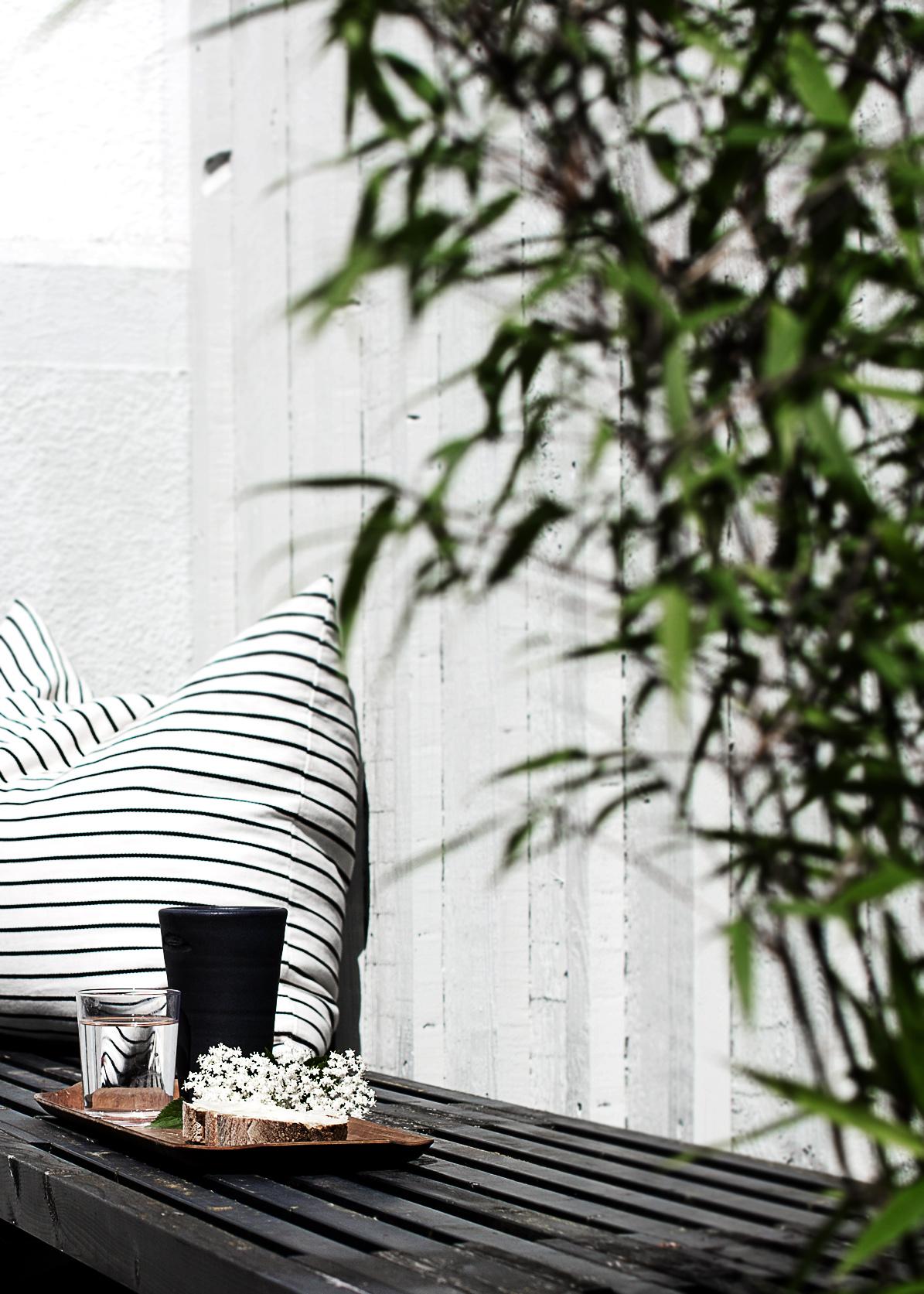 dw morgonsol 3 av 12 Black and White Deck Design