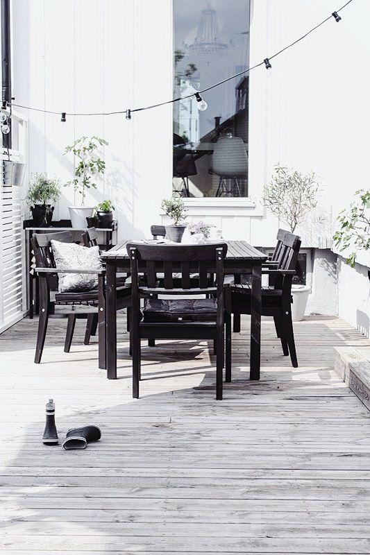 %name Black and White Deck Design