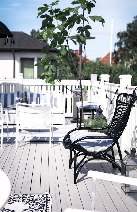 img 1797 Black and White Deck Design