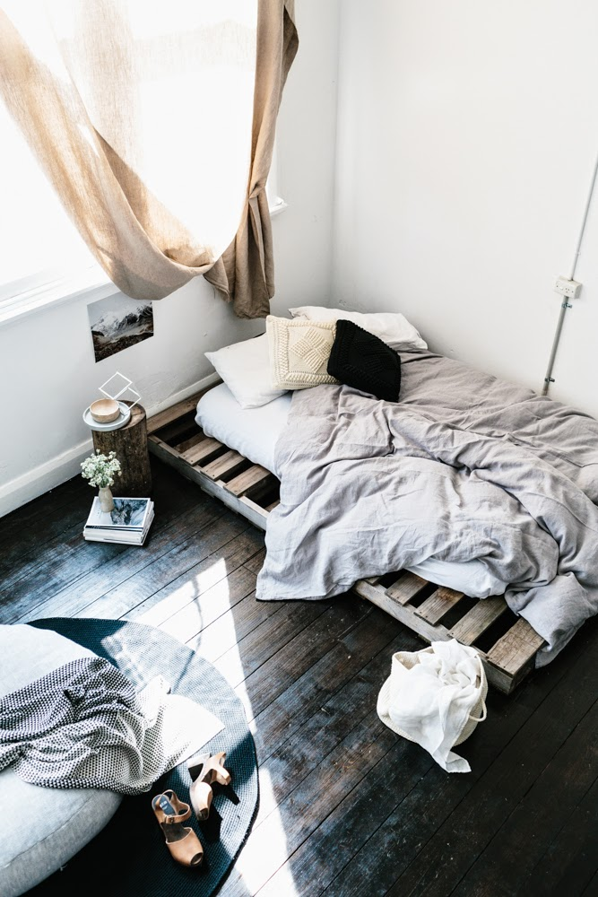 pallet bed Carpet or Hardwood: Which one is Right For You?