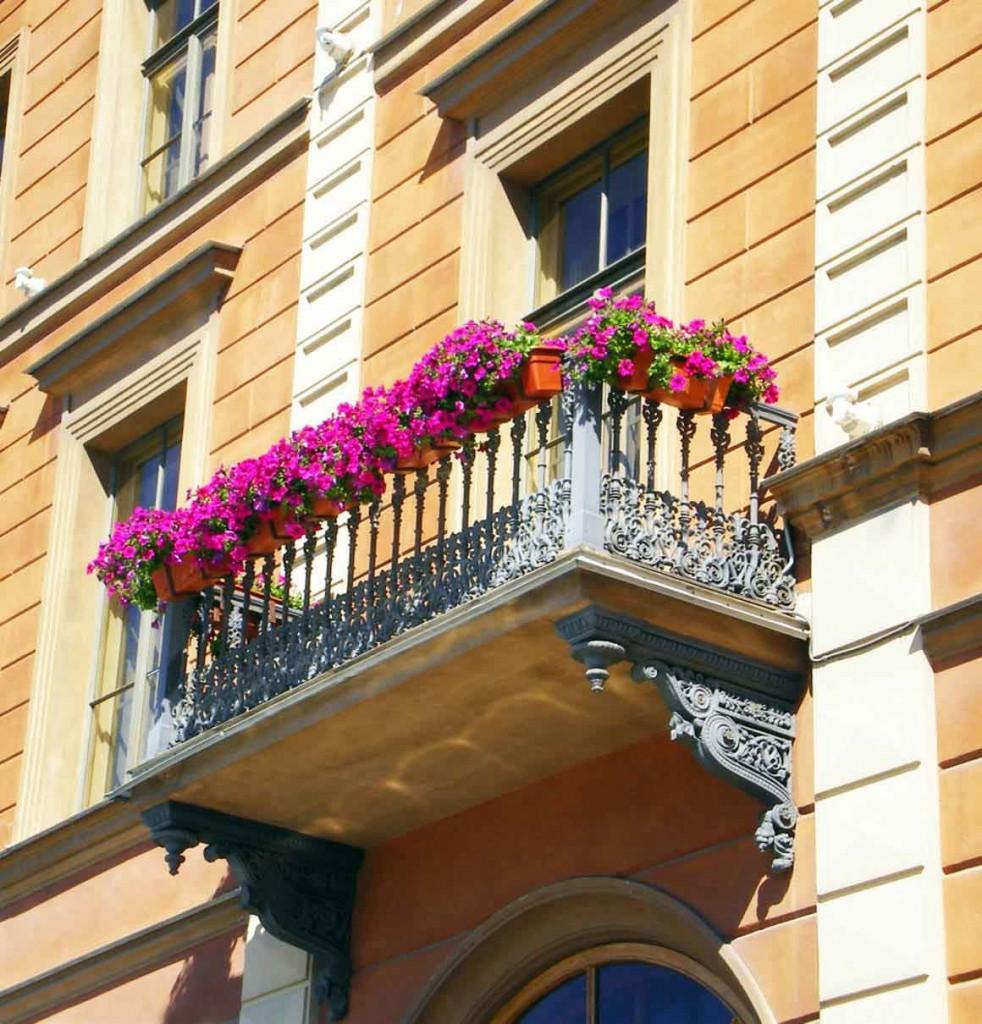 balcony flowers decoration 982x1024 35 Worlds Most Beautiful Balconies