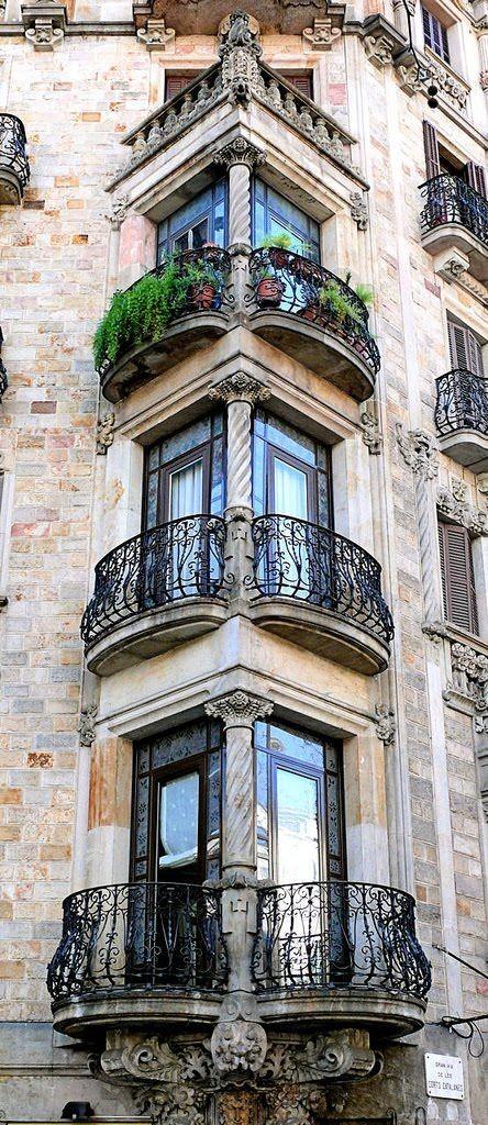 barcelona spain. la gran via de las corts catalanes 444x1024 35 Worlds Most Beautiful Balconies