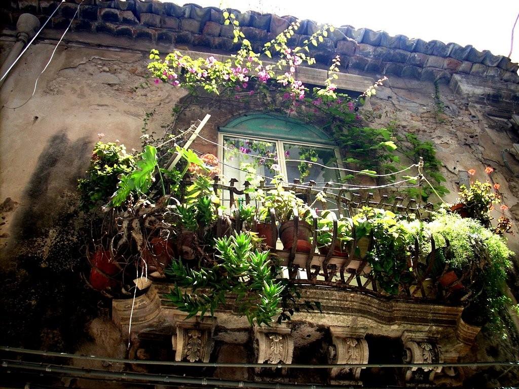 beautiful balcony flowers 1024x768 35 Worlds Most Beautiful Balconies