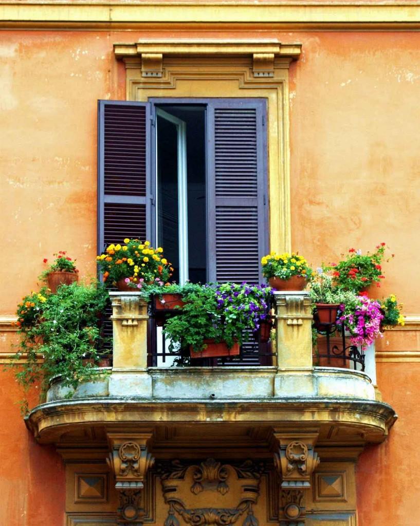 classic italian balcony decoration 817x1024 35 Worlds Most Beautiful Balconies