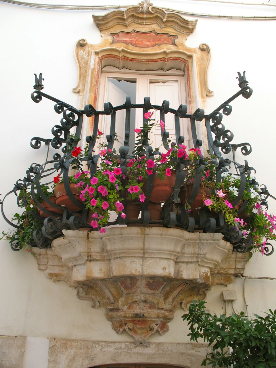 locorotondo italy 35 Worlds Most Beautiful Balconies