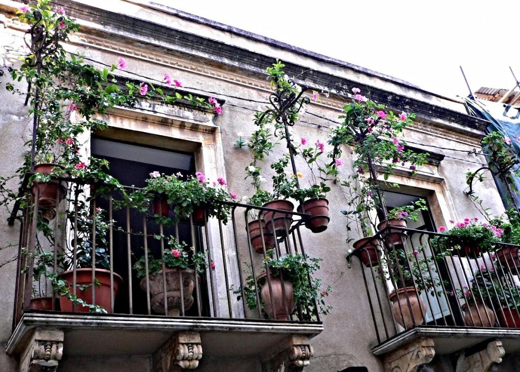 taormina balconi fioriti 1024x732 35 Worlds Most Beautiful Balconies