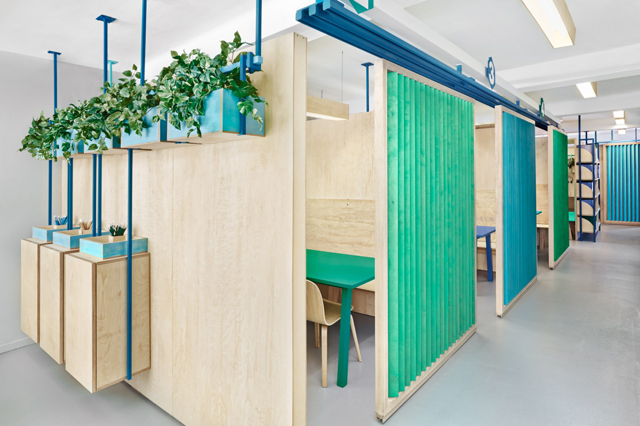 colorful english school in barcelona by masquespacio 2 Colorful English School In Barcelona by Masquespacio