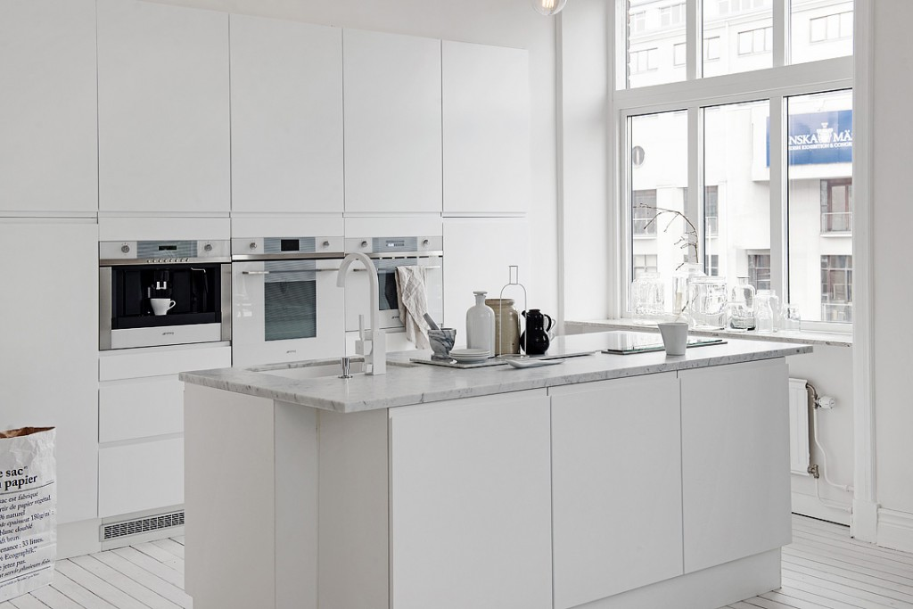 sfdbe42b960c90d403ea800182fc3cb977a 1024x683 White Apartment   Sweden