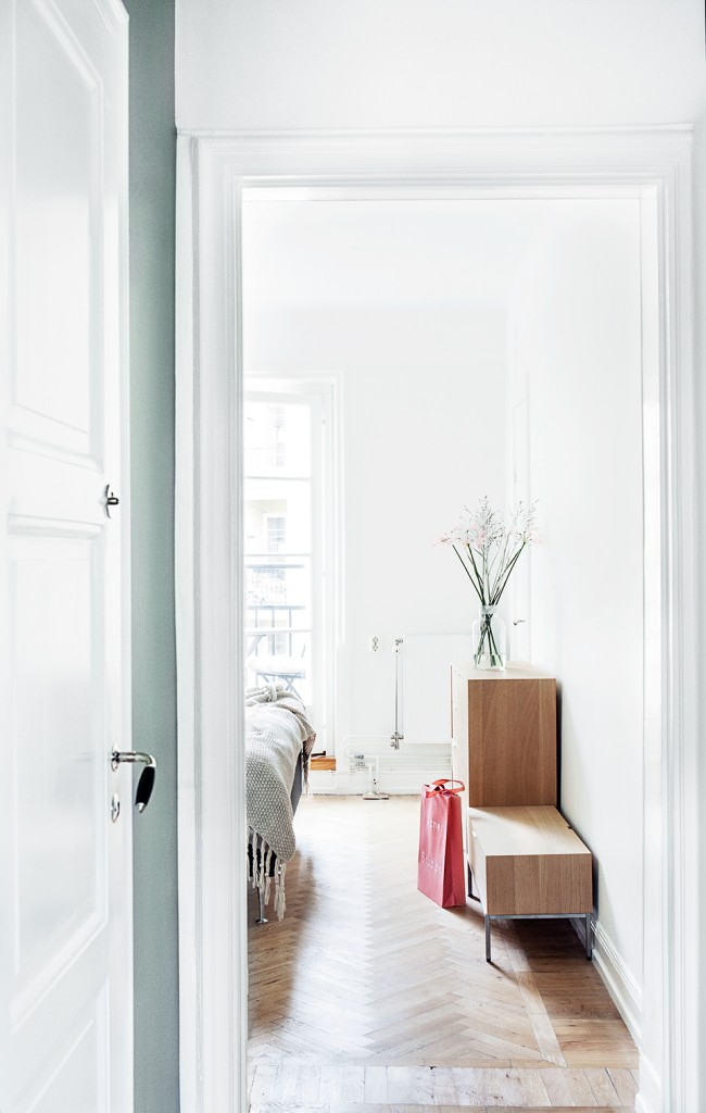 white minimal nordic 9 650x1024 Easy Ways to Enhance Your Home With a Glamorous Appearance
