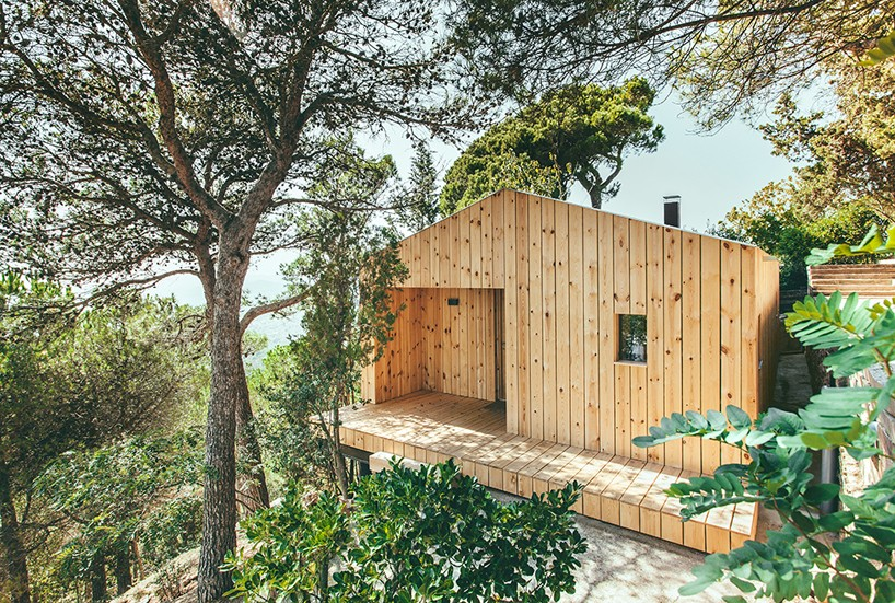 a sustainable timber cabin by dom arquitectura 1 A Sustainable Timber Cabin By Dom Arquitectura