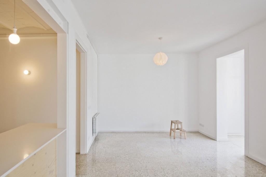 apartment renovation in barcelona 2 1024x683 Minimal Apartment Renovation In Barcelona