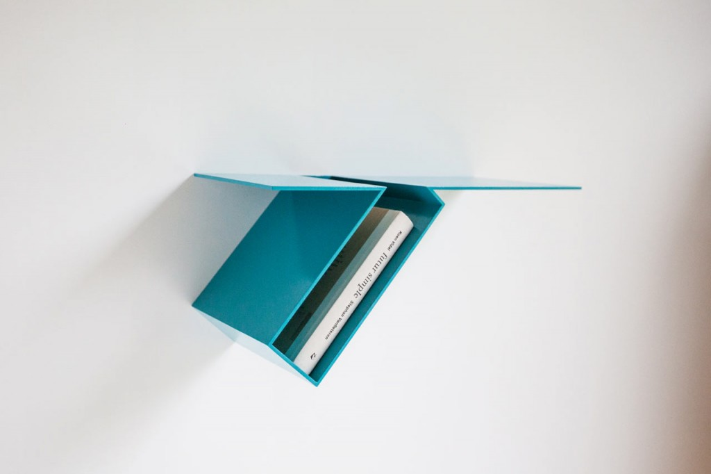 oblique bookshelf by filip janssens 3 1024x682 Oblique Bookshelf By Filip Janssens