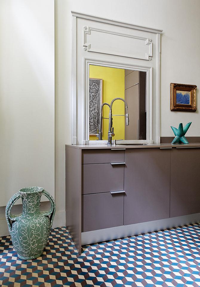 paris apartment3 Paris Apartment by Charlotte Vauvillier