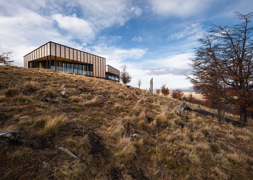 timber cabin hotel offers beautiful views over the chilean hillside 12 1024x731 Timber Cabin Hotel Offers Beautiful Views Over The Chilean Hillside