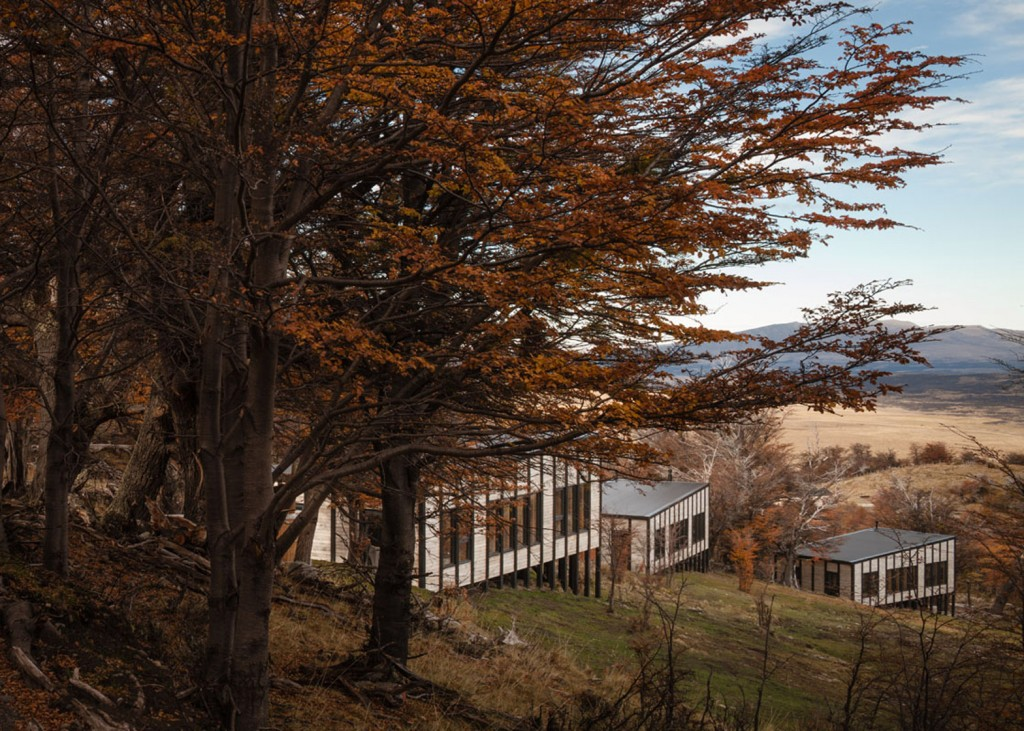 timber cabin hotel offers beautiful views over the chilean hillside 17 1024x731 Timber Cabin Hotel Offers Beautiful Views Over The Chilean Hillside